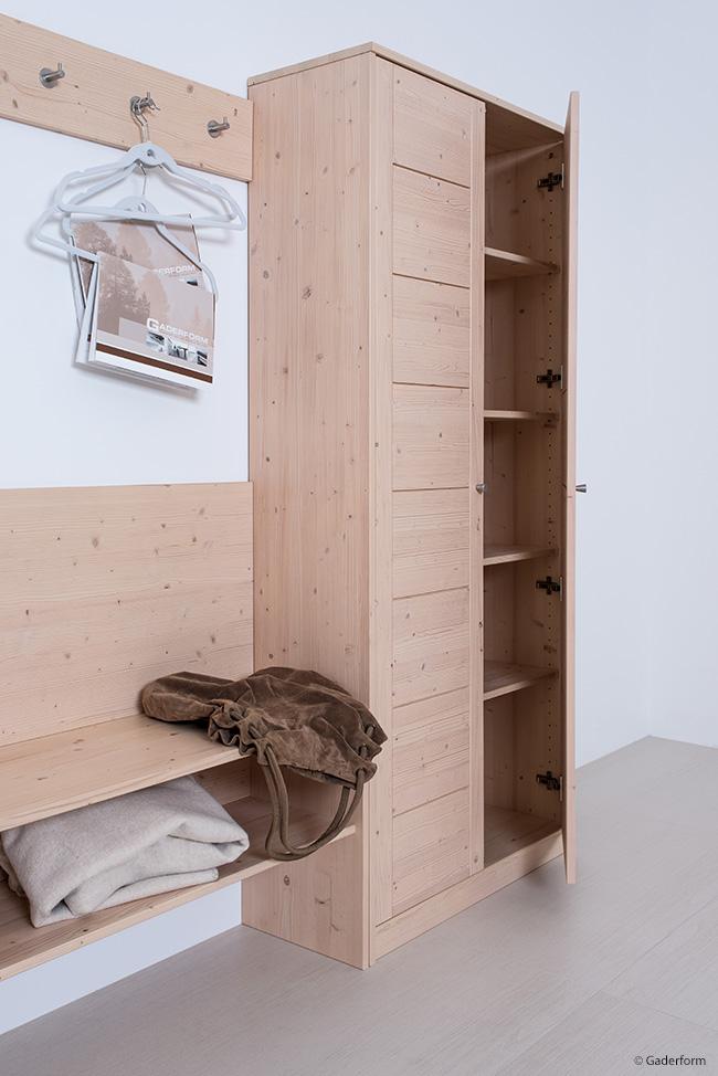 Weie garderobe amazing awesome wardrope garderobe seil for Garderobe naturholz